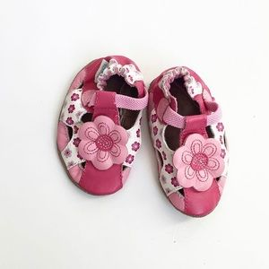 Robeez pink daisy leather shoes  EUC size 2